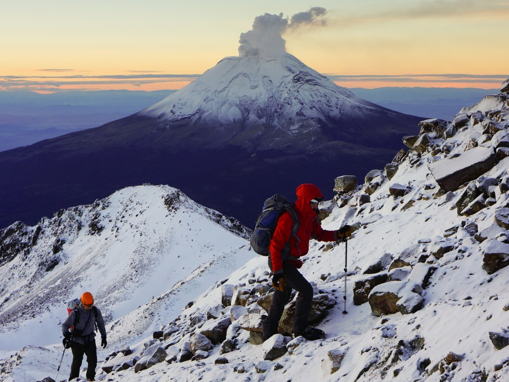 climbers in front of Popocatepetl 1025x728 96ppi